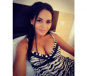 Roufaida high end escorts in Kankakee
