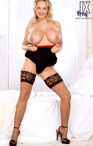 Shalyna cameltoe escorts in Downers Grove
